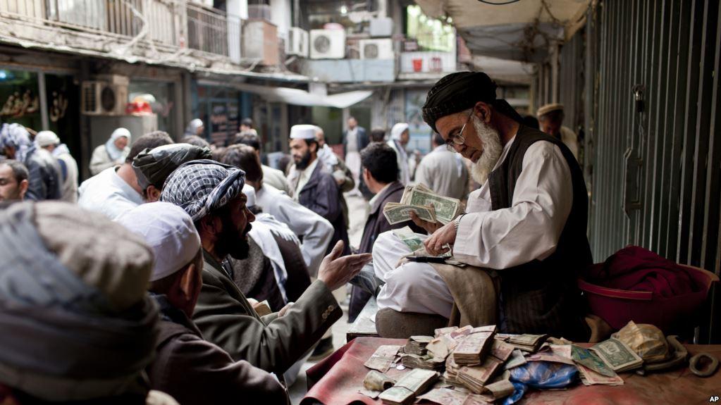 کاهش ارزش پول افغانی؛ عوامل و تاثیرات آن